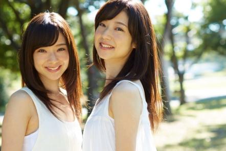 フリー素材アイドル「Mika+Rika」は広告制作におすすめ