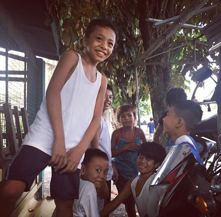 フィリピンの村の子どもたち