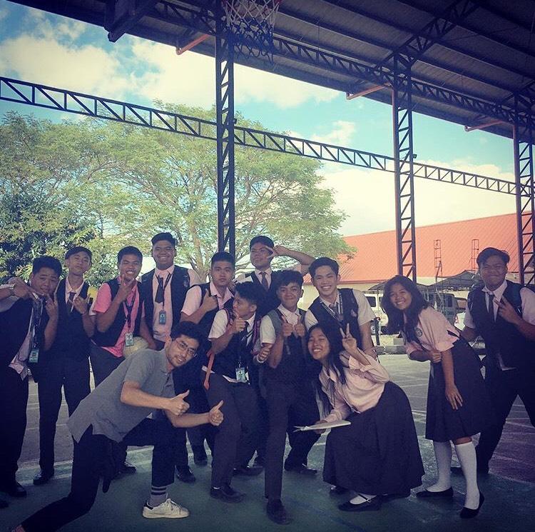 フィリピンの高校生たちのとの一枚