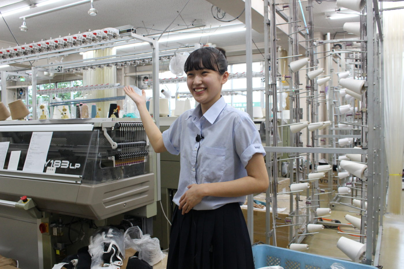 IMG_1396五泉高校生とニット工場で撮影3