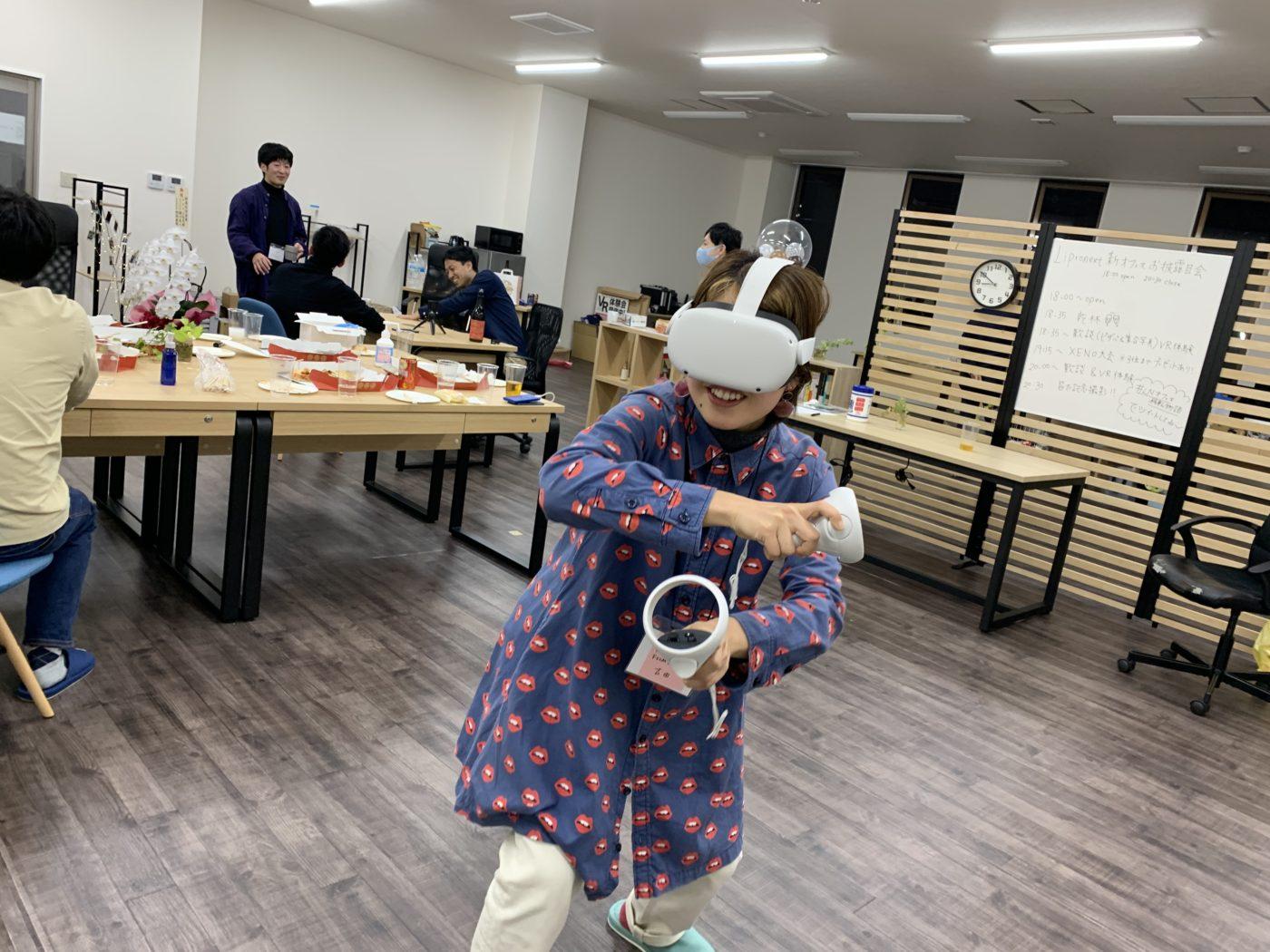 Oculus Quest2を体験する参加者