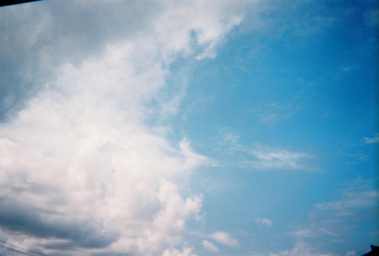 土曜の夕方の空