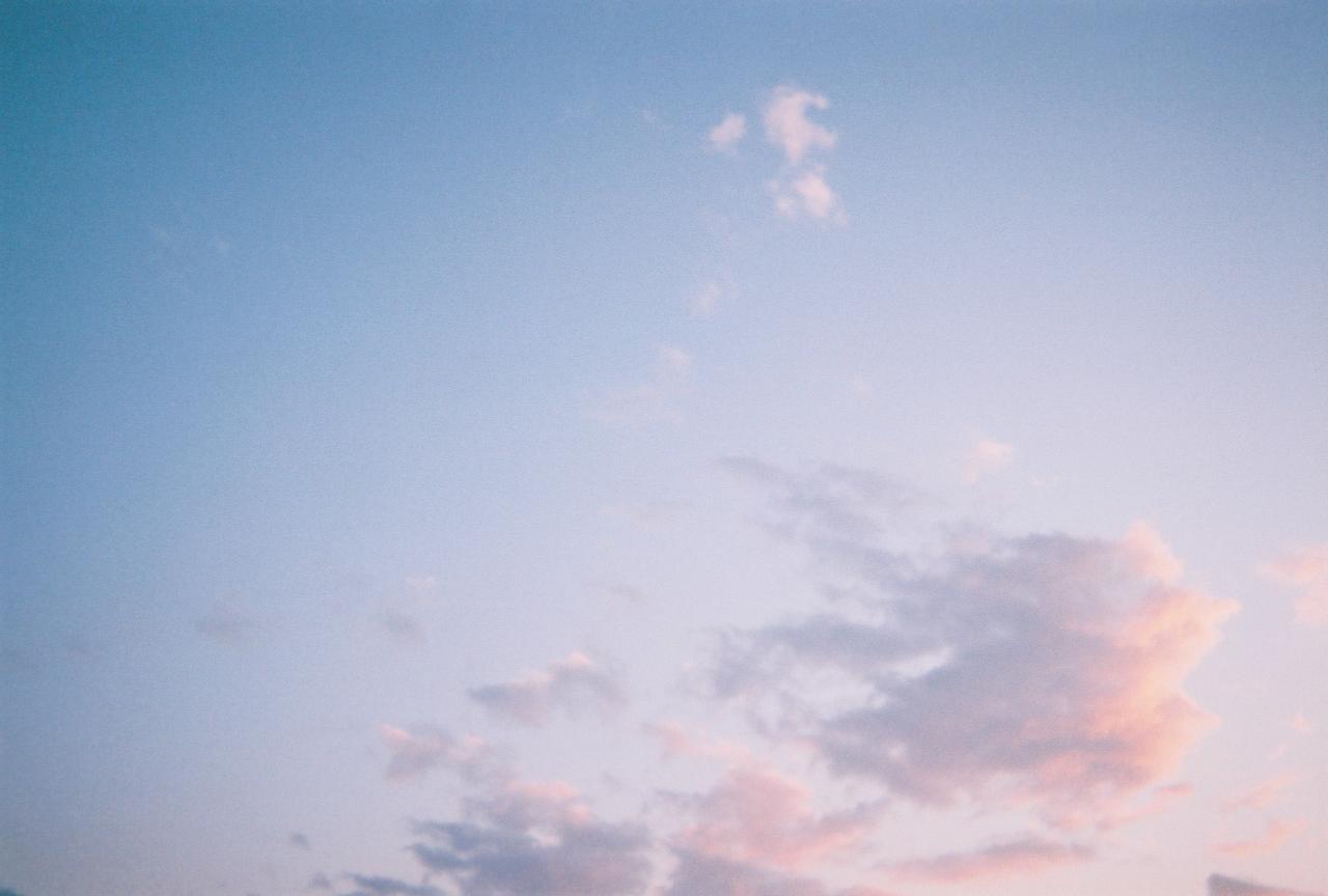 日曜の夕方の空